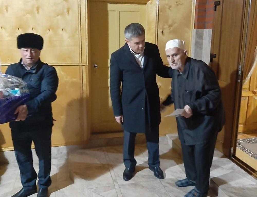 Долгожителям Сунженского района вручили именные поздравления от Президента России