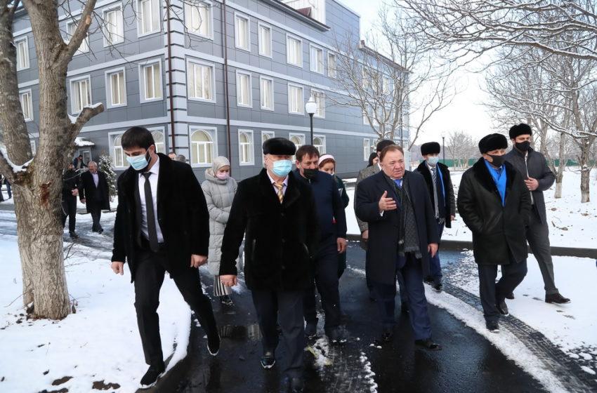Махмуд-Али Калиматов побывал на возведенных в с.п. Мужичи объектах спорта и промышленности