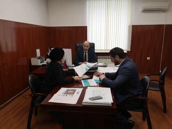Процедуру проведения рейтингового голосования по выбору общественных территорий для благоустройства в 2022 году обсудили в Минстрое Ингушетии