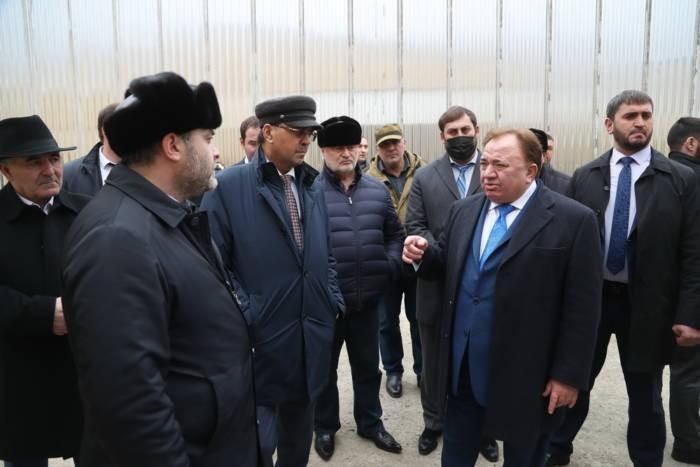 Махмуд-Али Калиматов вместе с депутатами побывал на объектах спорта и промышленности Сунженского района