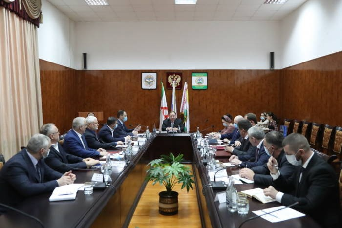 Махмуд-Али Калиматов провел выездное совещание в Сунженском районе