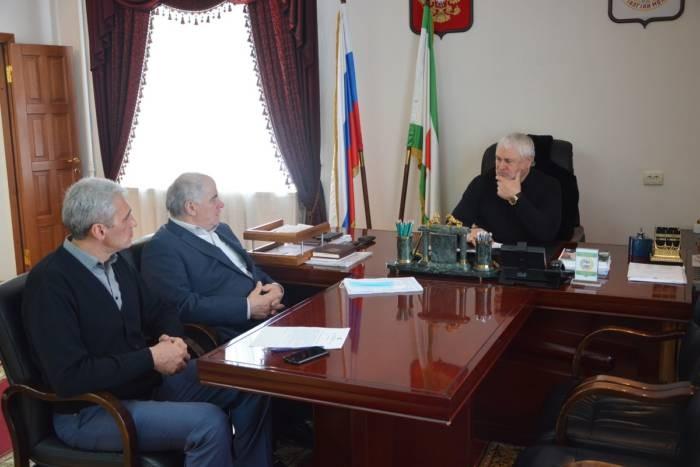 Подготовку к проведению в Сунженском муниципальном районе весенней призывной кампании обсудили сегодня на еженедельном плановом совещании