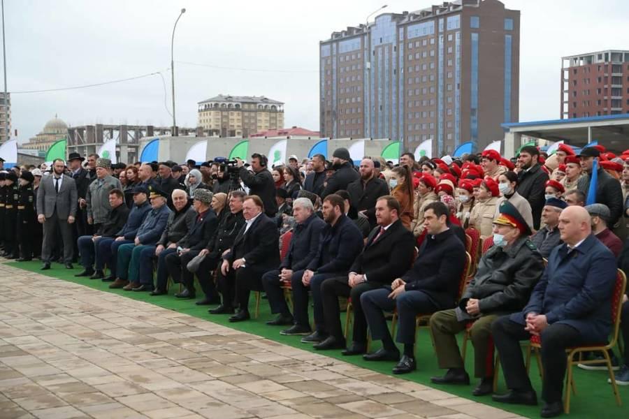 Представители Сунженской районной администрации участвовали в международной акции «Сад памяти»
