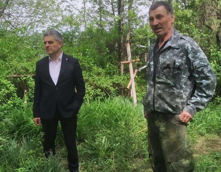 В Сунженском районе в преддверии Пасхи провели субботник на православных кладбищах