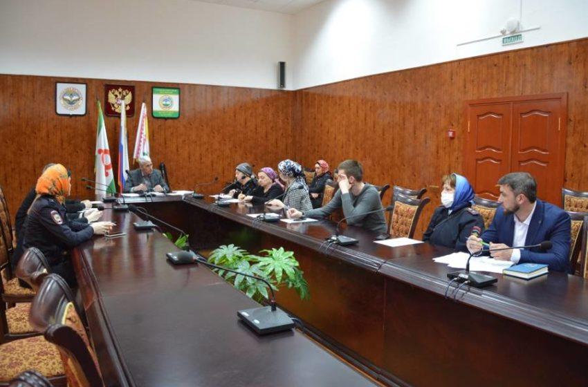 Заседание комиссии по делам несовершеннолетних Сунженского района