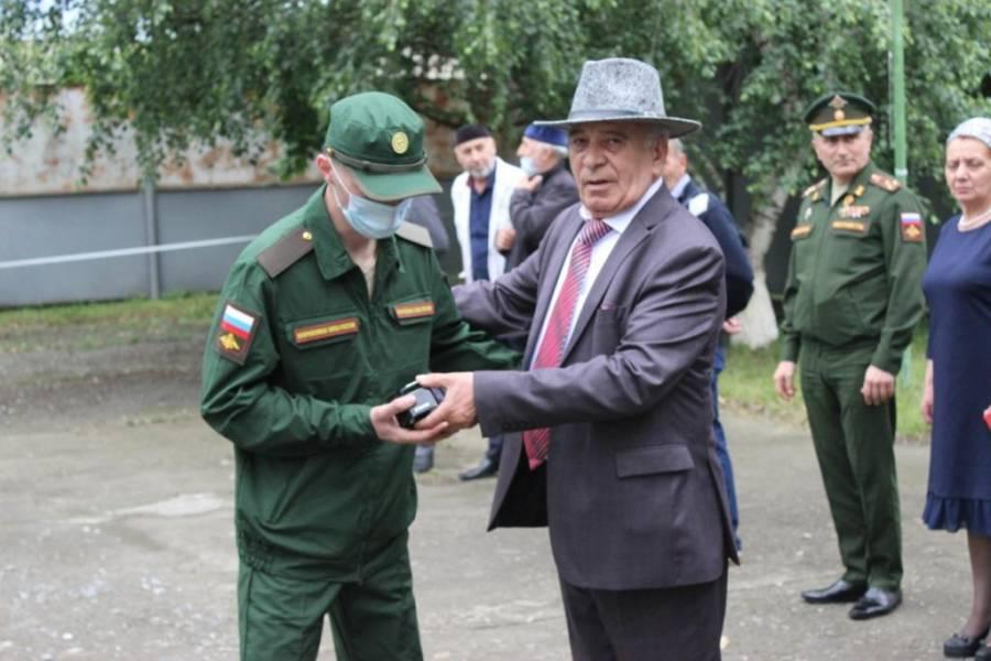 Председатель призывной комиссии Сунженского района принял участие в торжественной церемонии отправки новобранцев на военную службу