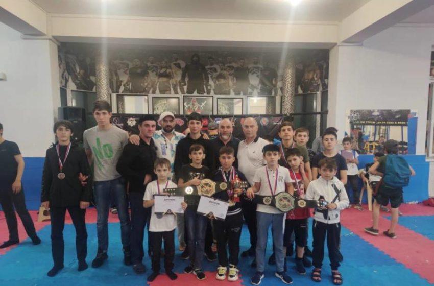 Воспитанники секции каратэ МБУ «Спортивная школа Сунженского района» выступили в открытом чемпионате и первенстве лиги OFC Б/К «MAXIMUS»
