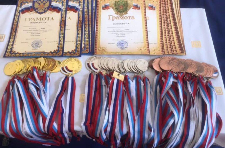 Сегодня на базе СОШ №2 г.Сунжа прошел открытый турнир по каратэ в защитной экипировке, организатором которого выступил директор МБУ «Сунженского муниципального района» Исмаил Рассумов.