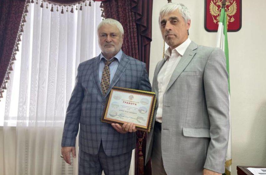 Беслану Цечоеву вручена грамота от Главы РИ
