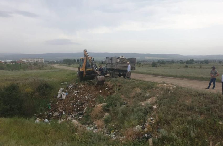 В с.п. Троицкое проведены работы по благоустройству и уборке подведомственной территории от накопившегося мусора