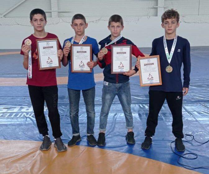 Два первых места завоевали спортсмены из Троицкого на клубном турнире по вольной борьбе в Назрани