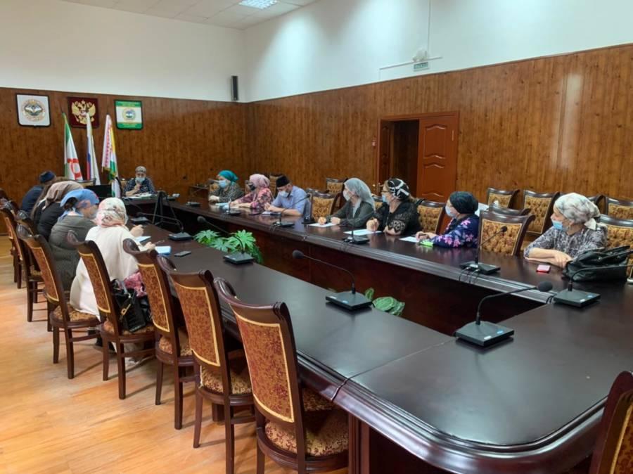 Председатель ТИК по Сунженскому району провела совещание с членами территориальной избирательной комиссий по вопросу организации и проведения выборов в ГД и НС РИ 19 сентября 2021 года