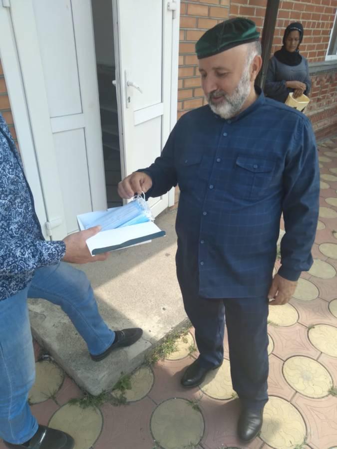В сельских поселениях Сунженского района, представители местных администрации провели акцию по раздаче средств индивидуальной защиты