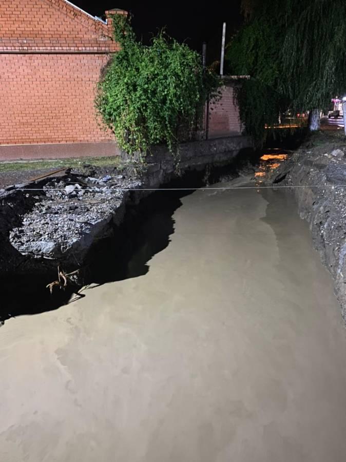 Из-за обильных дождей произошли подтопления территорий в нескольких районах Республики, в том числе и Сунженском.