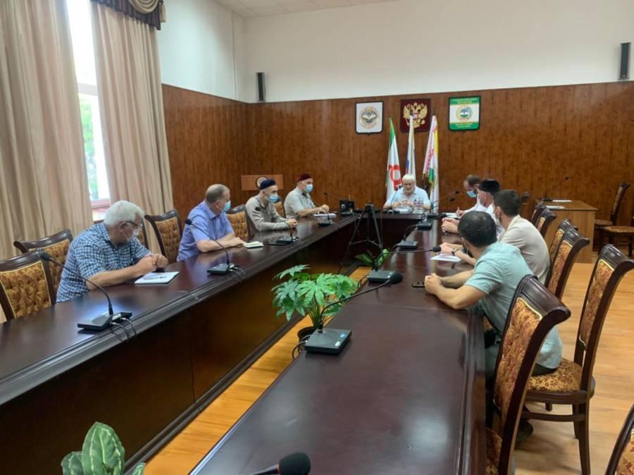 Под председательством Главы Сунженского района Магомеда Дзейтова состоялось совещание с главами сельских поселений Сунженского района.