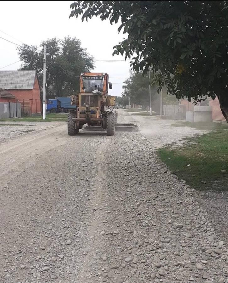В сельском поселении Троицкое провели ряд работ по благоустройству территории