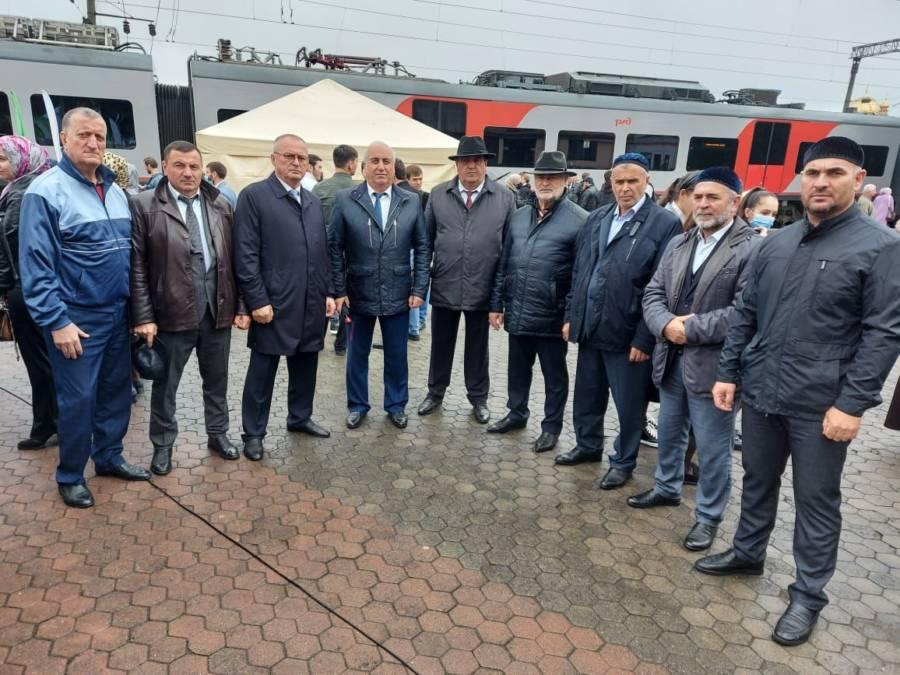 Глава администрации Сунженского района Магомед Дзейтов принял участие на торжественной церемонии запуска нового скоростного поезда «Ласточка» на железнодорожной станции города Назрань.