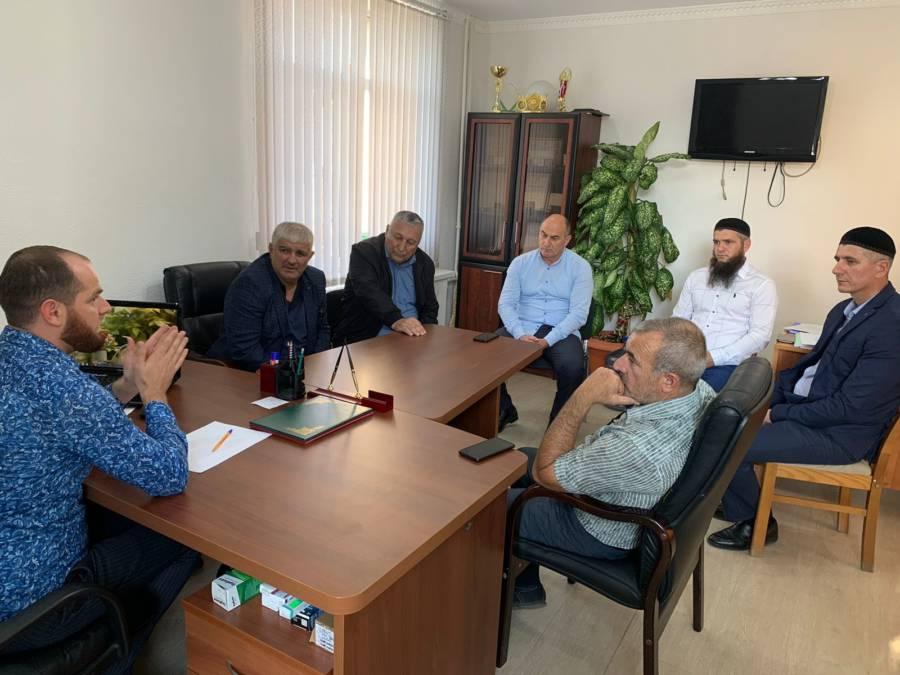 Начальник социального отдела администрации Сунженского района Ибрагим Гулиев провёл рабочее совещание с директорами детско-юношеских спортивных школ Сунженского района