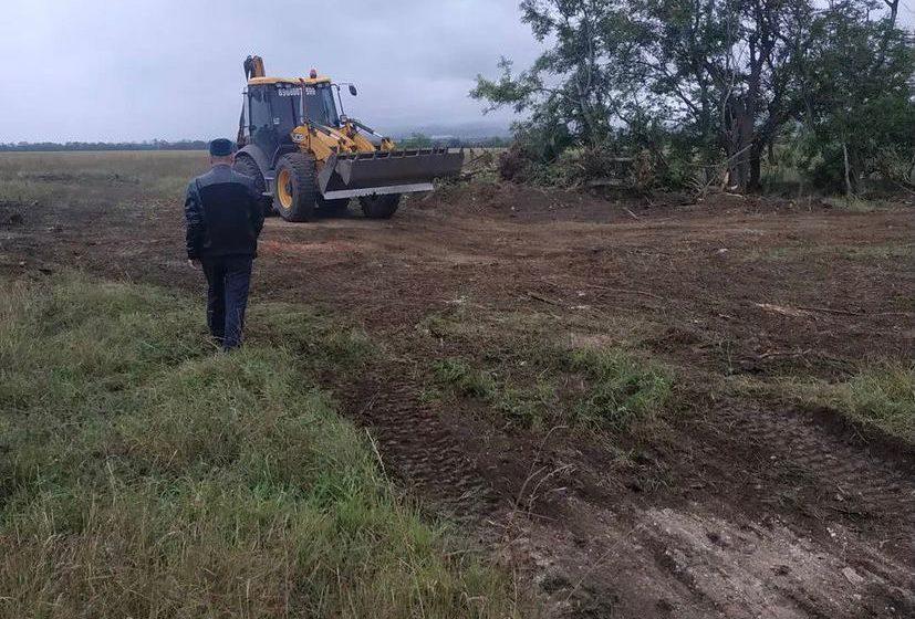 В сельском поселении Нестеровское пресечены незаконные действия по зачистке лесополосы и вырубки деревьев.