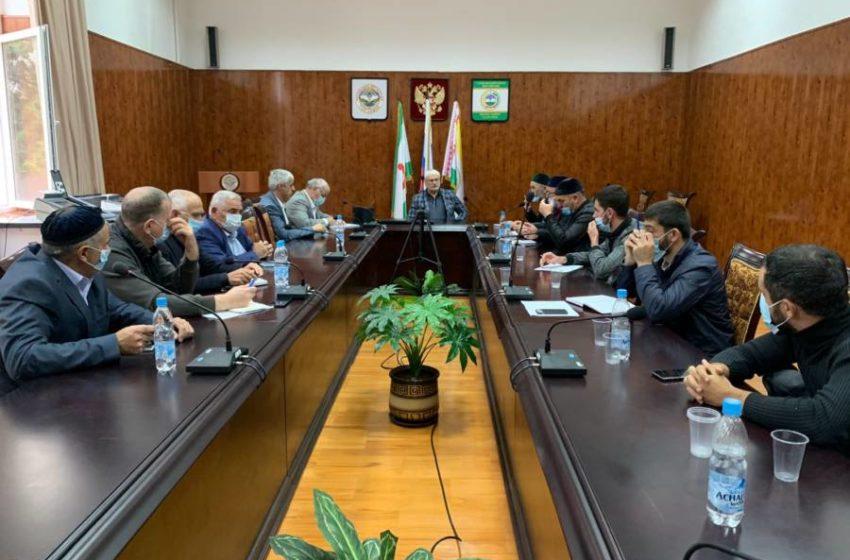 Глава Сунженского района Магомед Дзейтов провел совещание с главами сельских поселений района.