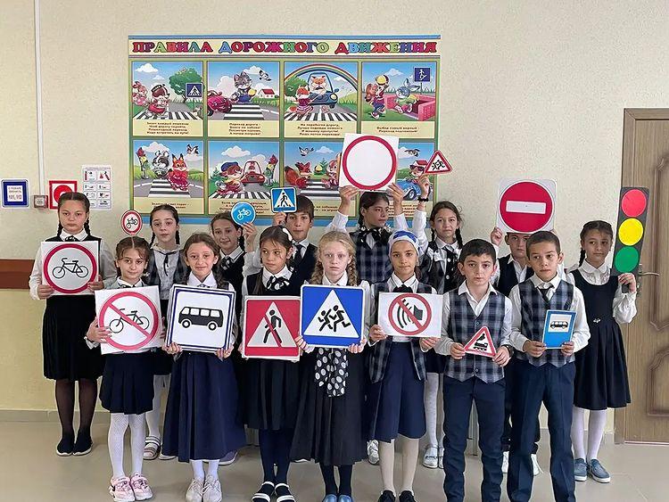 В четвертой школе сельского поселения Нестеровское прошло мероприятие, посвященное правилам дорожного движения