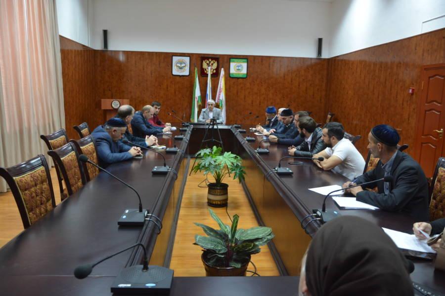 Под председательством И.о. главы администрации Сунженского района Бесланом Цечоевым состоялось совещание по ранее учтенным объектам недвижимого имущества.