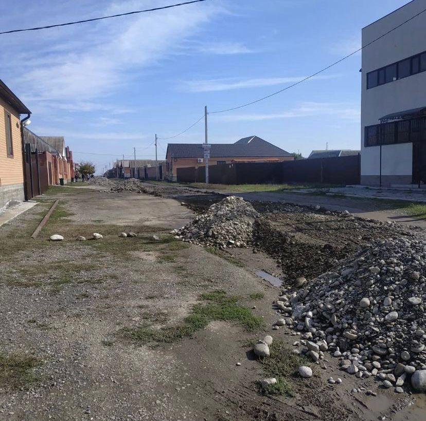На территории сельского поселения Нестеровское проводится работа по частичному ремонту внутрипоселочных дорог