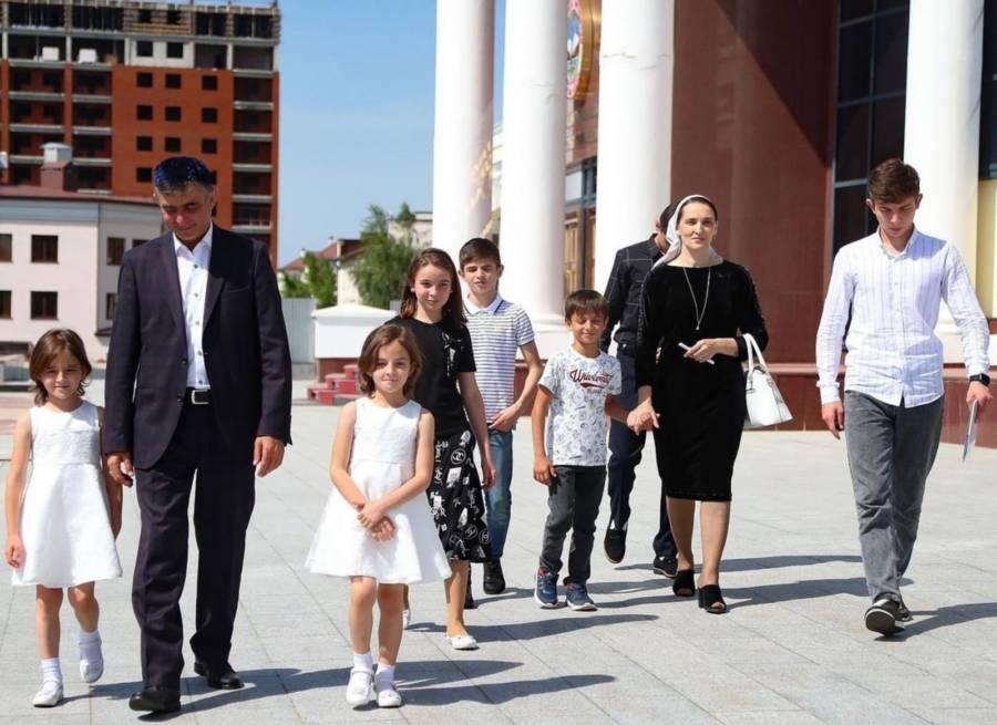В следующем 2022 году правительство России выделит регионам на поддержку семей с детьми 900 млрд рублей